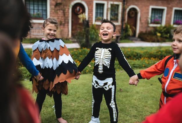 Ragazzini alla festa di halloween
