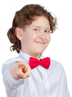 Ragazzo che indica con il dito a qualcuno