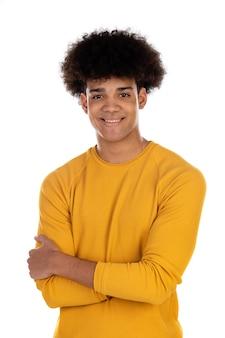 Ragazzo dell'adolescente con la maglietta gialla