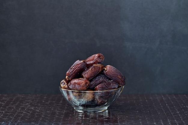 Ramadan kareem frutti di palma da datteri secchi