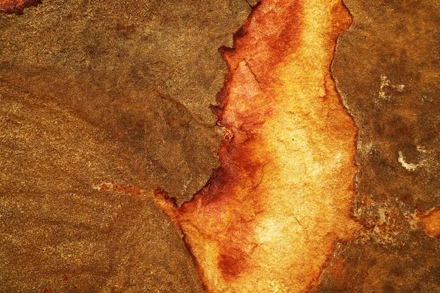 Rame pesante della ruggine e superficie rotta della pietra del granito del fondo della caverna