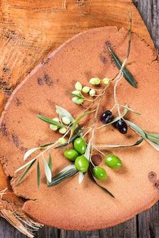 Ramo d'ulivo verde e nero