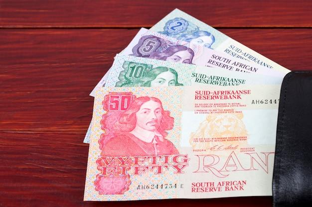 Rand sudafricano anziano nel portafoglio nero