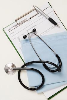 Rapporto medico con attrezzature mediche