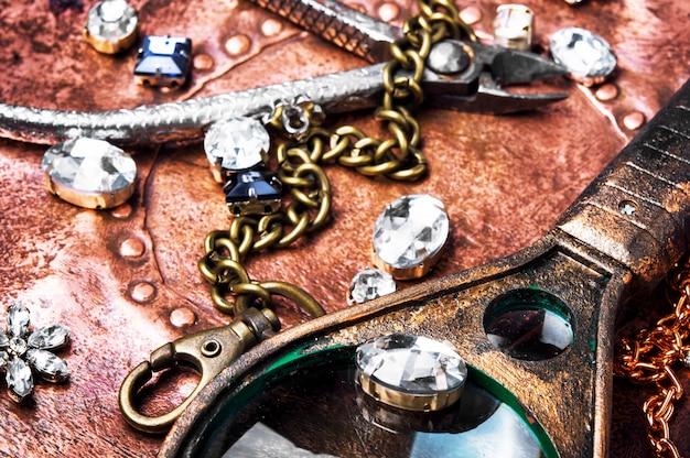 Realizzazione di gioielli fatti a mano