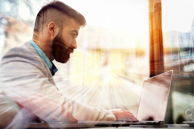 Realtà virtuale dell'ologramma di tecnologia futura di concetto di affari.