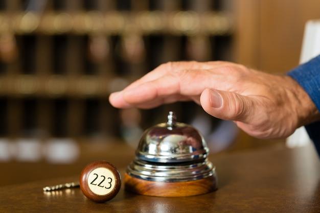 Reception, campana dell'hotel appena prima dell'uso