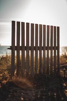 Recinzione in legno in spiaggia