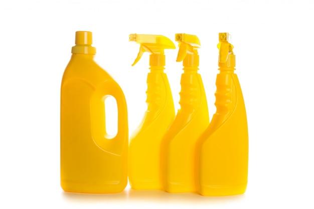 Recipiente di plastica del prodotto di pulizia per la casa pulita su fondo bianco