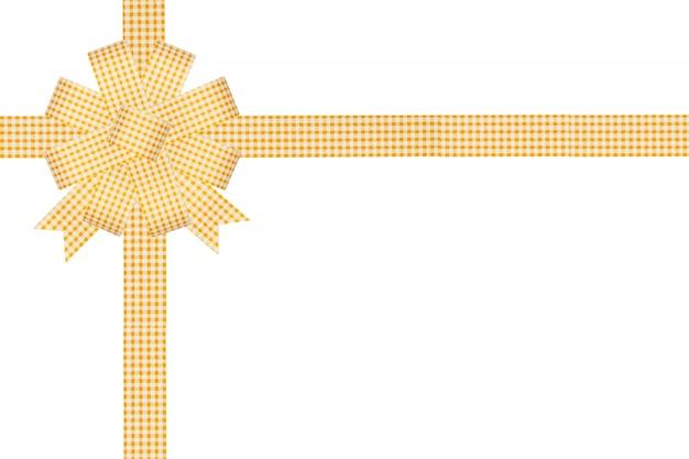 Regalo giallo dell'arco del nastro su fondo bianco