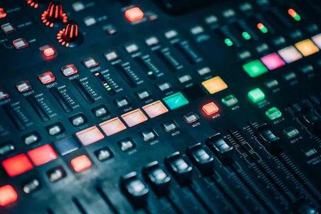 Regola il pulsante con la potenza del mixer