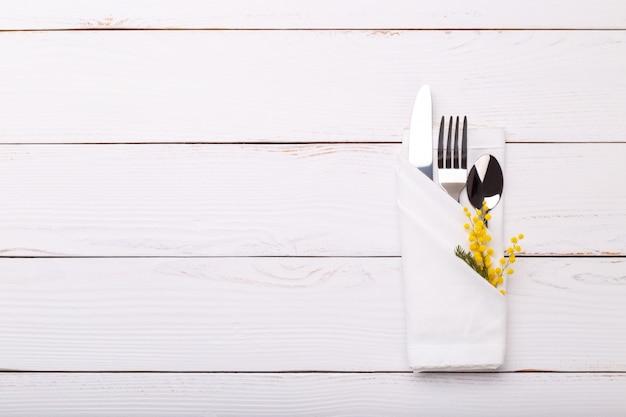 Regolazione del tavolo primavera