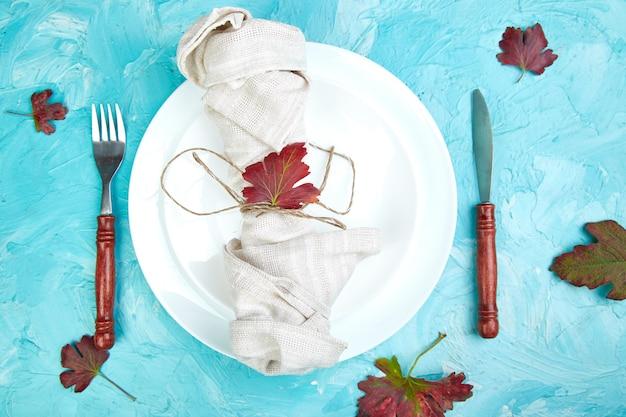 Regolazione della tabella di autunno per la celebrazione del giorno del ringraziamento