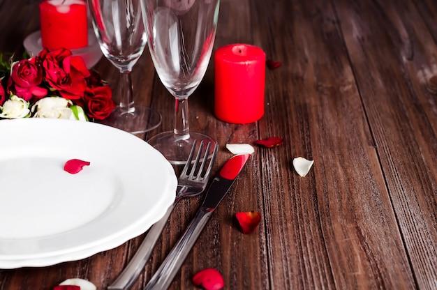 Regolazione romantica della tabella di san valentino della luce della candela