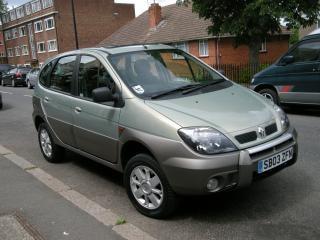 Renault rx4, parcheggiata
