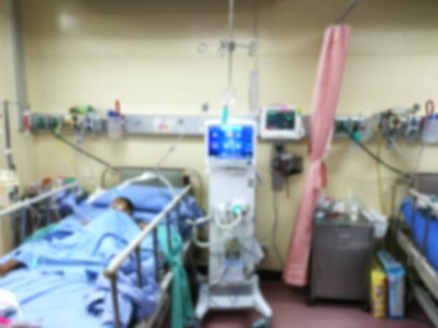 Reparto di crisi dei pazienti della stanza di icu che si trova a letto