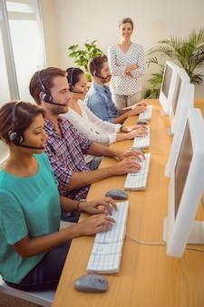 Responsabile della supervisione del lavoro nel call center