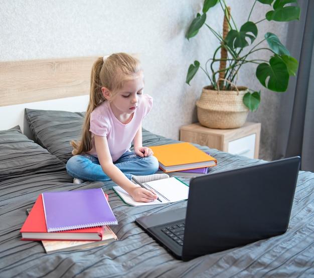 Resta a casa. educazioni online.