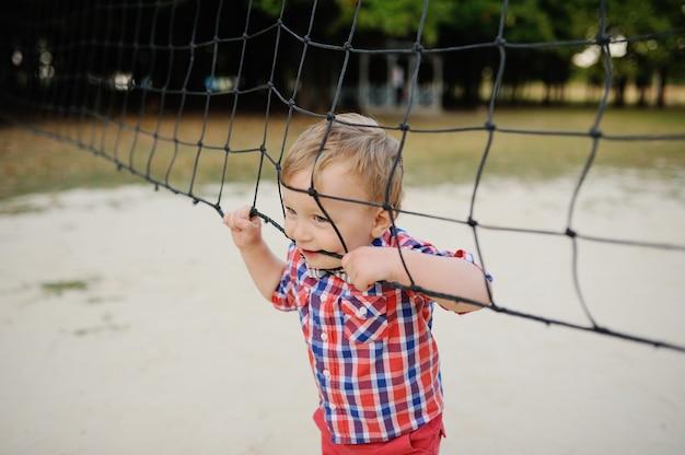 Rete d'attaccatura di pallavolo del neonato alla moda