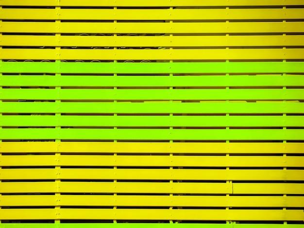 Rete fissa verde gialla operata del recinto dell'iarda jpg
