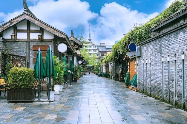 Retro case costruendo città soleggiata