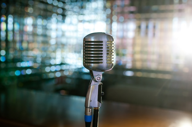 Retro vecchio microfono