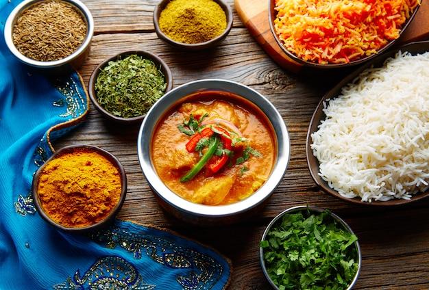 Ricetta e spezie indiane del pollo di jalfrazy del pollo