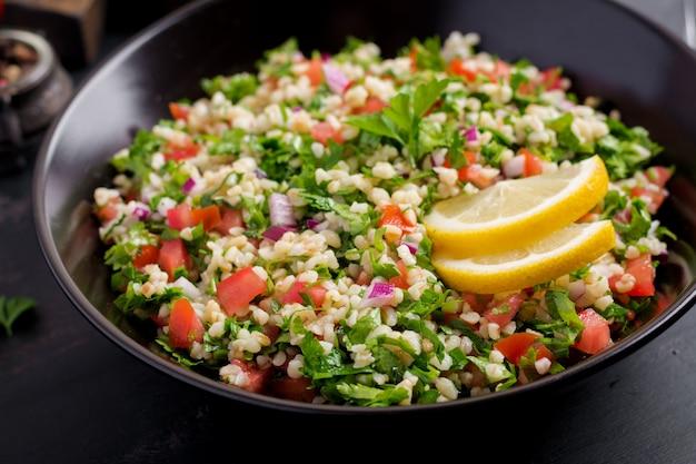 Ricetta mediorientale di verdure e grano tipo cous cous