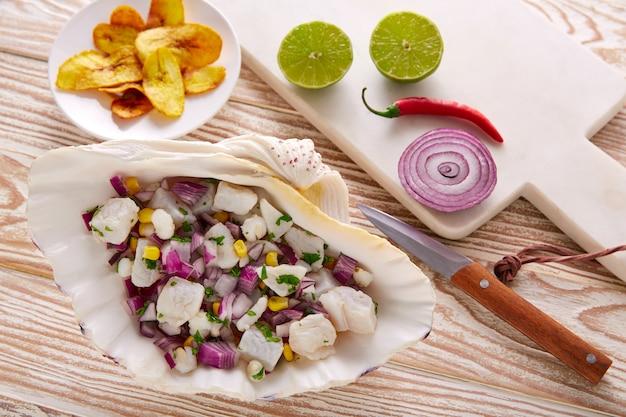 Ricetta peruviana di ceviche con banana fritta
