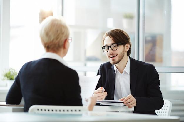 Richiedente durante il colloquio