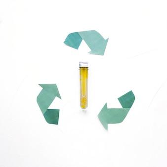 Riciclare il logo con capsula di olio