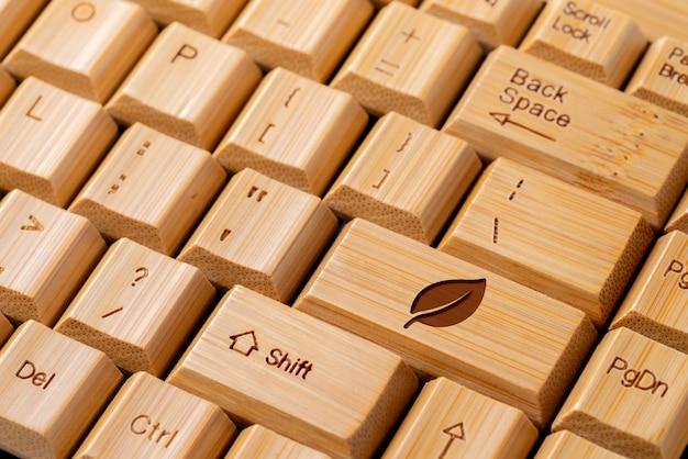 Ricicli l'icona sulla tastiera di computer per e il concetto di eco