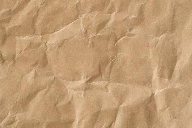 Ricicli la struttura sgualcita della carta marrone, vecchia superficie della carta per fondo