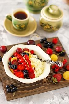 Ricotta con frutti di bosco estivi