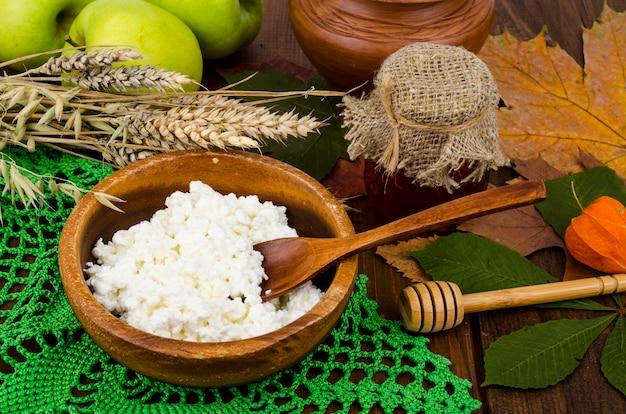 Ricotta fresca dietetica fatta in casa, alimentazione sana, latticini.