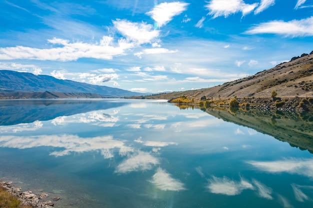 Riflessioni in mirror lakes, nuova zelanda, isola del sud