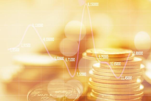 Riga delle monete su fondo di legno per finanza e concetto di risparmio, investimento, economia, fuoco molle