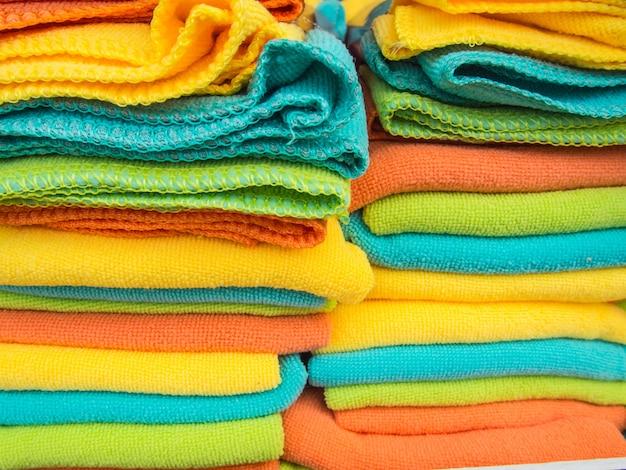 Righe di asciugamano colorato.