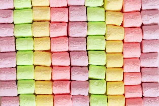 Righe di marshmallow colorati