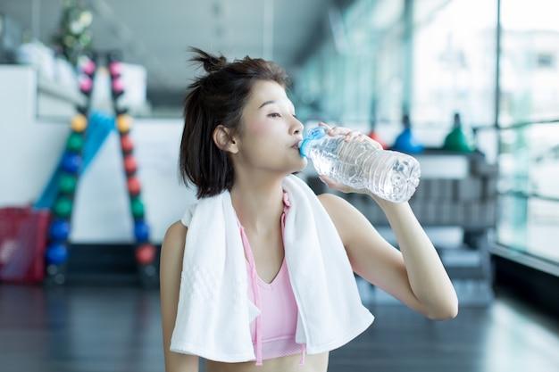 Rilassarsi dopo l'allenamento in palestra