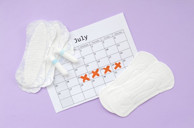Rilievi e tamponi mestruali sul calendario del periodo mestruale piatto laici