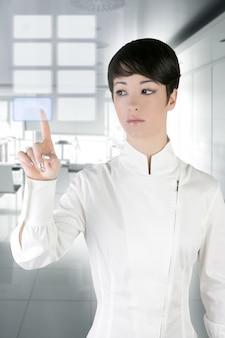 Rilievo di tocco futuristico del dito dell'ufficio della donna di affari