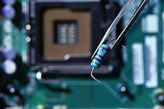 Riparazione di componenti elettronici danneggiati