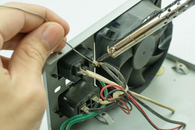Riparazione di dispositivi elettronici, parti di stagno di saldatura