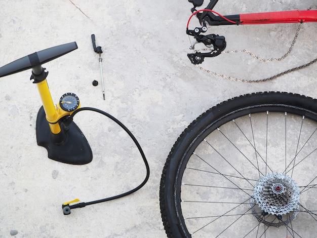 Riparazione di mountain bike