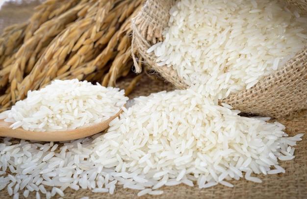 Riso bianco (riso thai jasmine) e riso non lavorato