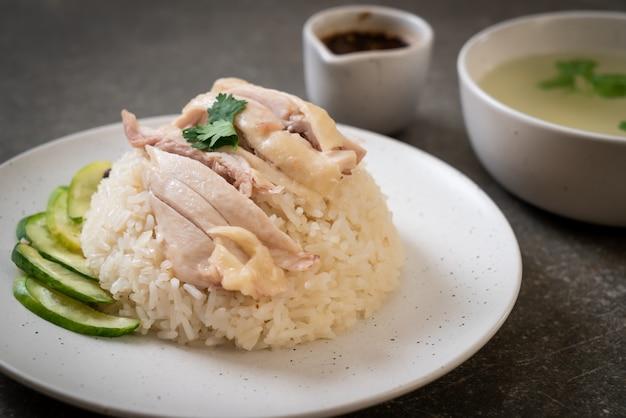Riso di pollo hainanese o riso di pollo al vapore