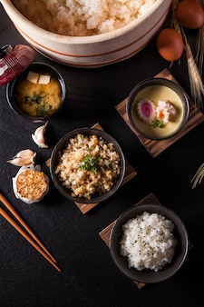 Riso giapponese, zuppa di miso, uova giapponesi al vapore