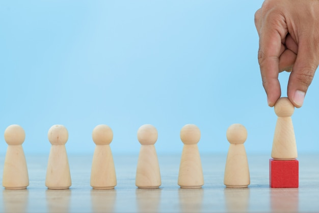 Risorse umane aziendali di mano, impiegati di reclutamento e gestione dei talenti con il concetto di successo del team leader di business -immagine.