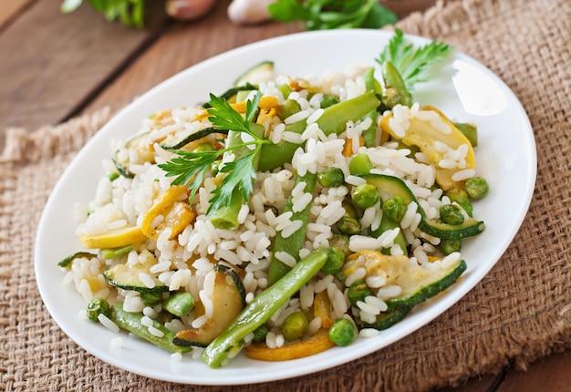 Risotto con asparagi, zucchine e piselli